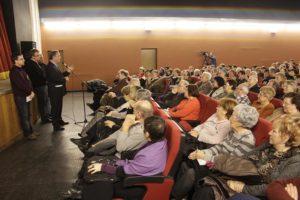 El documental La guerra que vam perdre tots es va presentar al Centre Parroquial, amb una sala plena de gom a gom