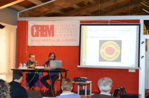 Sebastià Ruiz, membre de Som Energia, durant la conferència. Sebastià Ruiz fou presentat per Josep Maria Margalida, membre actiu de Som Energia i soci del CREM