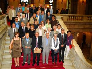 """El conseller Saura, diputats i entitats de memòria històrica el dia que s'aprovà la """"llei de fosses"""" (17/06/2009)"""