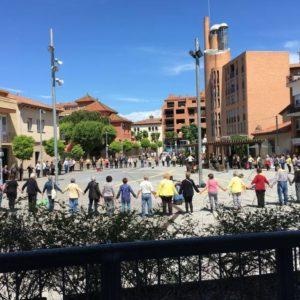 Rotllanes de Llibertat. Cada dimarts a les 12 del migdia a la plaça de l'Ajuntament de Santa Perpètua de Mogoda. Imatge: CREM