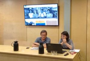 Albert Ortiz, tinent d'alcalde, i Karen Munté, cap del Servei d'Arxiu, presentant el nou web de l'Arxiu Municipal. Foto: Rafael Martín (CREM)